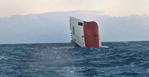 Đắm tàu chở xi măng tại Scotland, 8 người mất tích